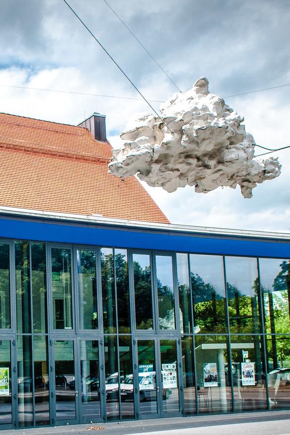 Die Wolke vor dem Theater in Kempten