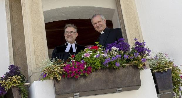 Kemptener Stadtpfarrer Dekan Jürg Dittmar und Pfarrer Dr. Bernhard Ehler im Rathaus Kempten