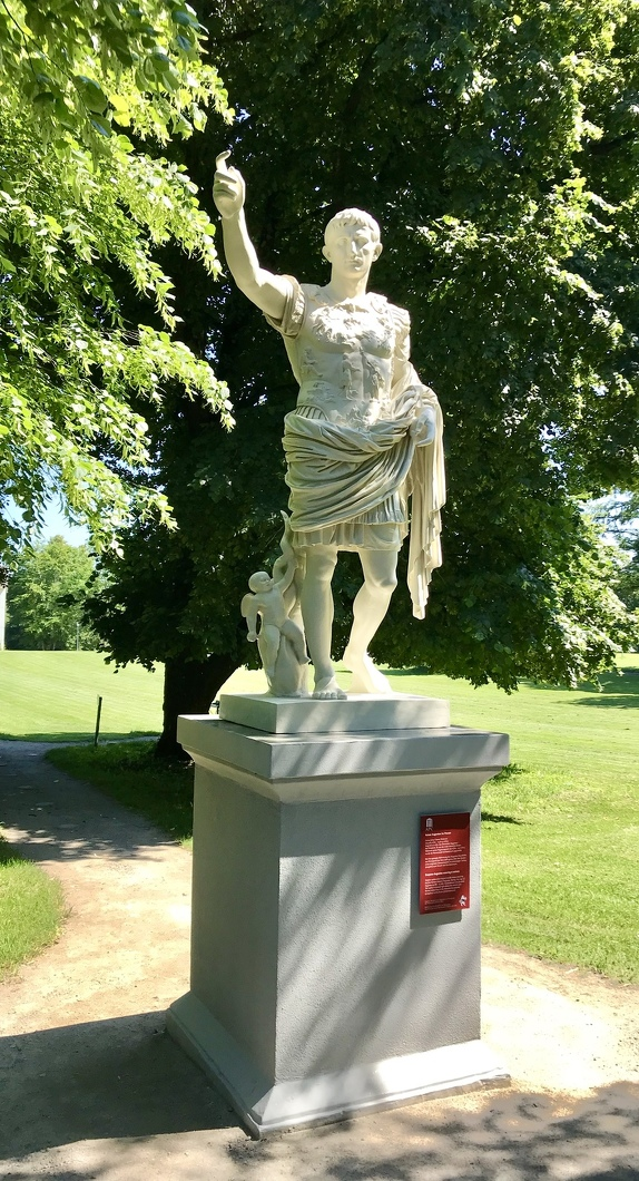 Augustus Statue im Archäologischen Park Cambodunum