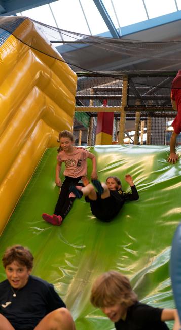 Spielende Kinder im Lina Laune Land in Waltenhofen