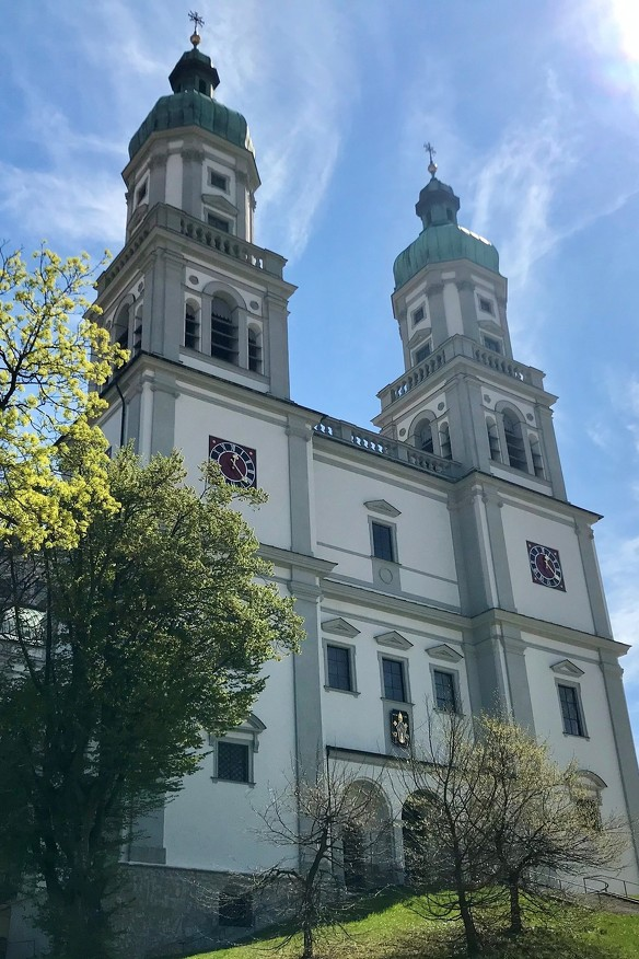 Die Außenansicht der Basilika St. Lorenz
