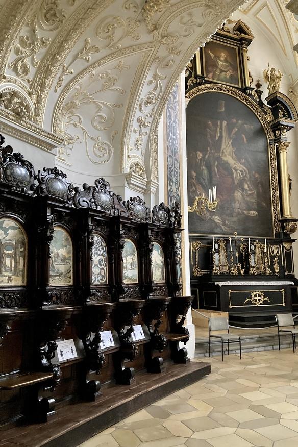 Das Chorgestühl in der Basilika St. Lorenz