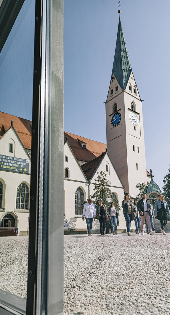 Der Blick auf den St.-Mang-Platz und die St.-Mang-Kirche