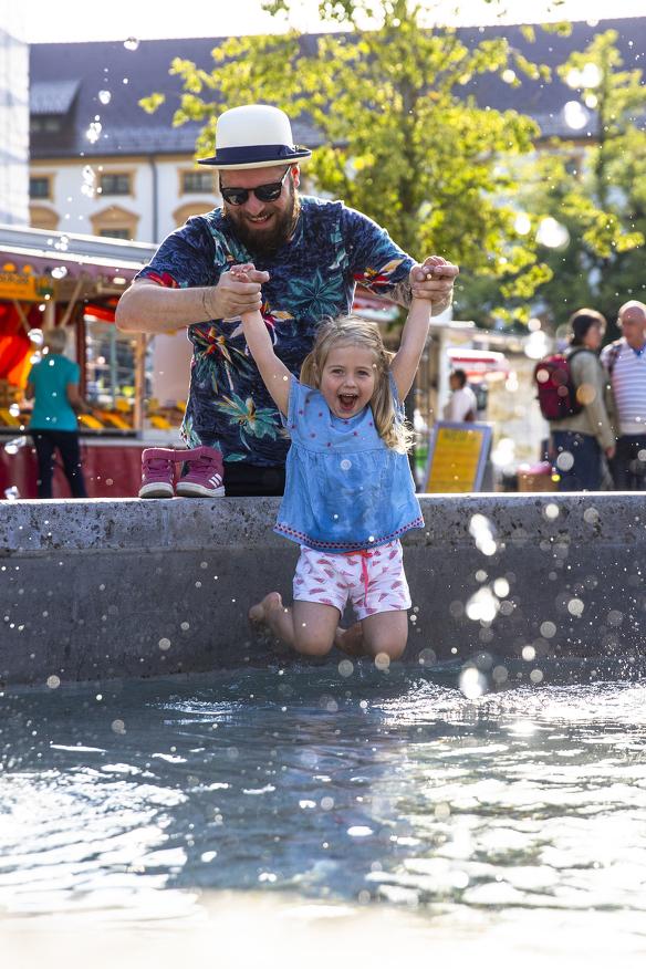 Der Hildegardbrunnen bietet Familienspaß für Groß und Klein