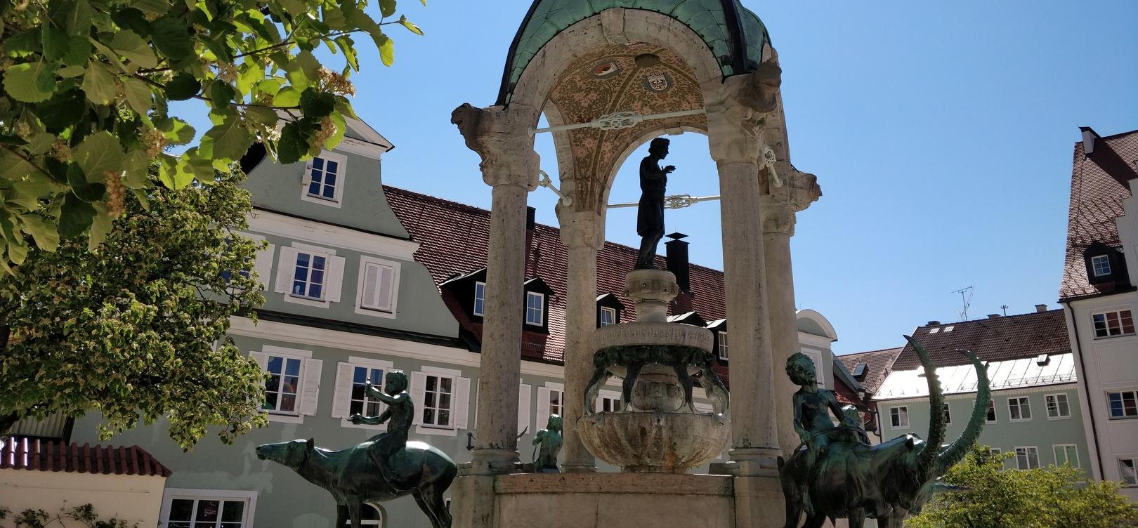 Der Brunnen auf dem St.-Mang-Platz