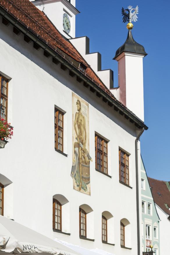 Das Fresko von Heinricht den Kempter ziert das Rathaus in Kempten