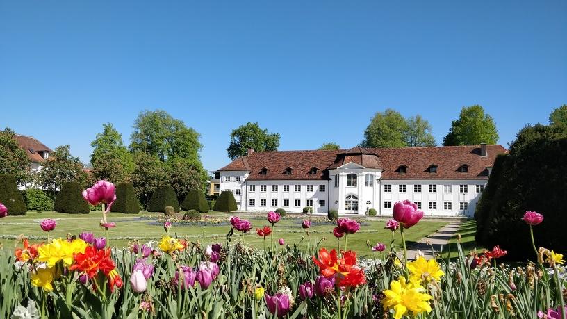 Ein Blick auf die Orangerie vom Hofgarten in Kempten aus