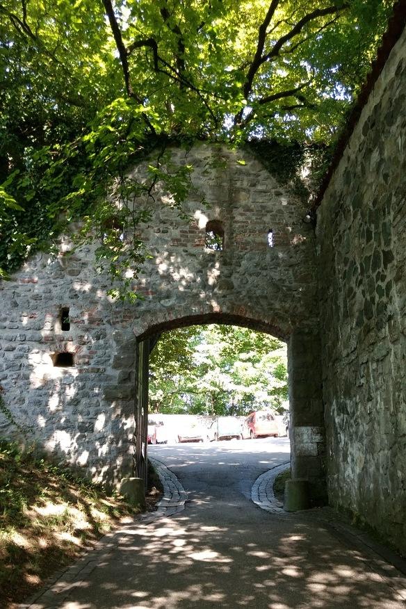Das alte Eingangstor der Burghalde