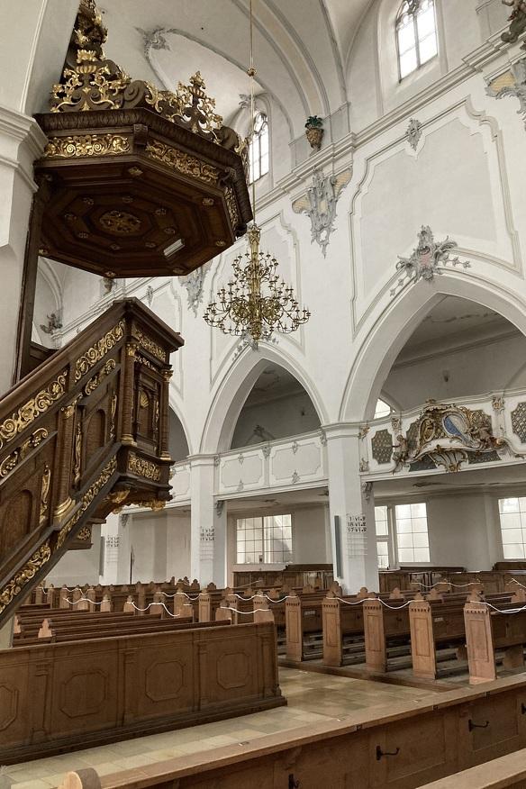 Die Innenansicht der St.-Mang-Kirche