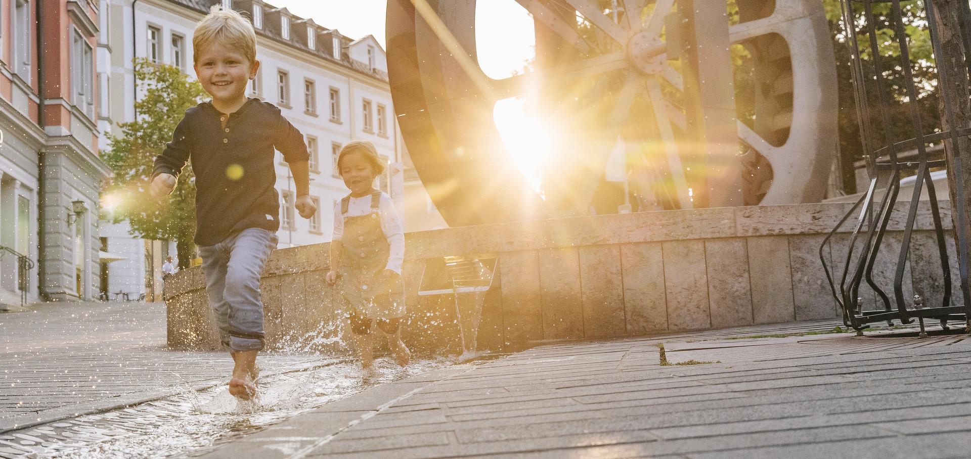 Leuchtende Kinderaugen beim Spielen in Kempten