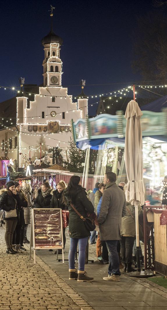 Blick auf den Weihnachtsmarkt Kempten auf dem Rathausplatz