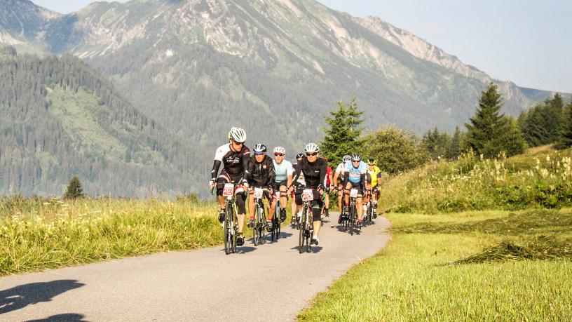 Gruppe von Radfahrern im Allgäu - © Sportograf GmbH & Co KG