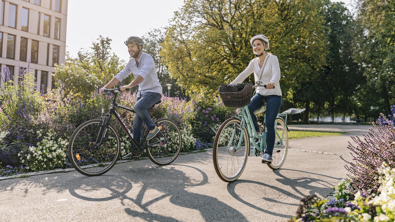 Radfahren durch den Stadtpark in Kempten