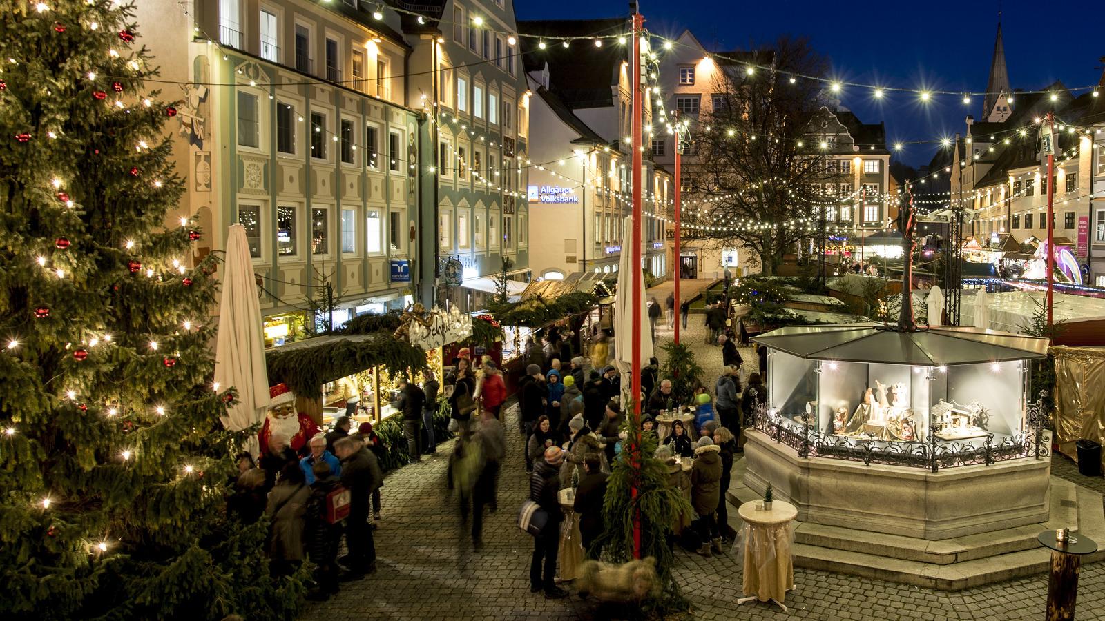 Blick auf den Weihnachtsmarkt vom Rathaus aus