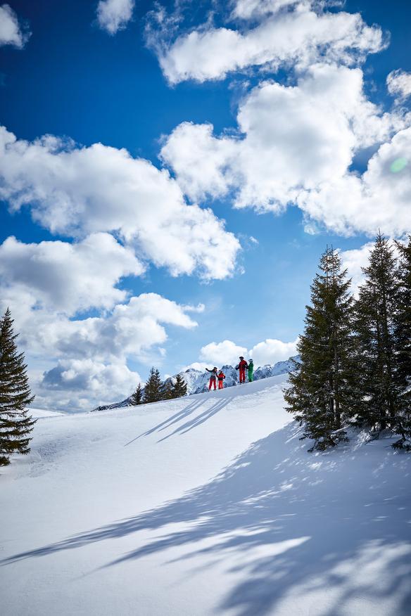 Eine Familie beim Skifahren im Allgäu © Allgäu GmbH, Christoph Gramann
