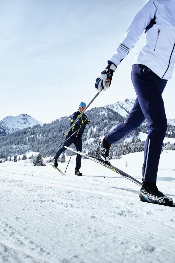 Zwei Langläufer auf einer perfekten Loipe im Allgäu © Allgäu GmbH; Christoph Gramann