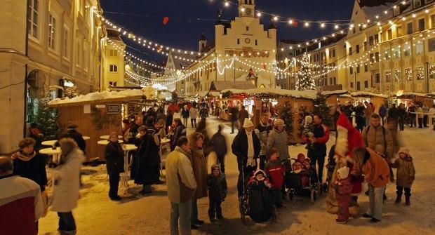 Nikolaus auf dem Weihnachtsmarkt Kempten