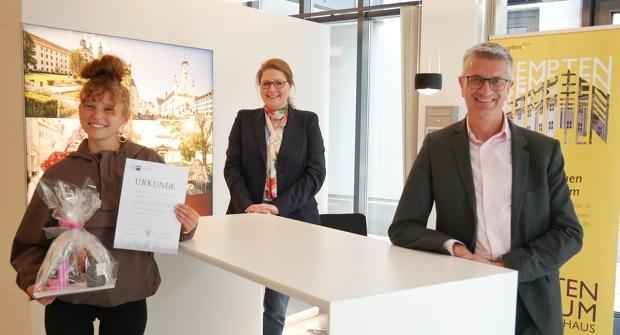 Sophia Sommer schließt mit Auszeichnung ihre Ausbildung bei Kempten Tourismus ab